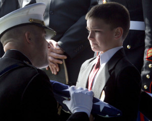 dels tur savas valsts karogu un raud par tevu