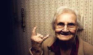 vecums nav šķērslis